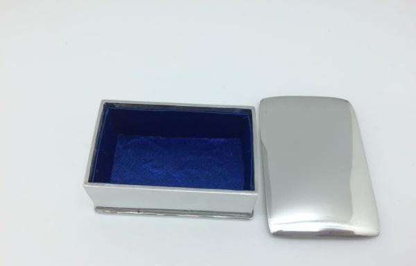 764-POL (1) W 4 cm L 6.5 cm H 2.5 cm.